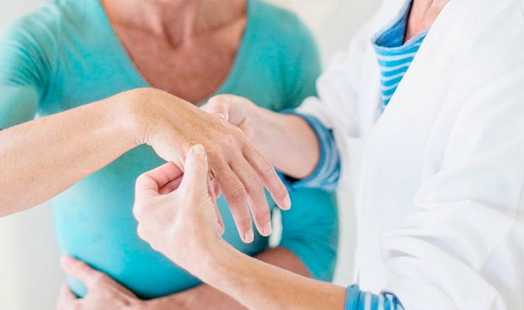 Врач-ревматолог – кто это и что он лечит у взрослых и детей?