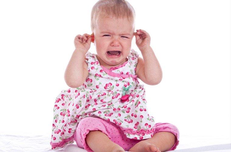 Боль в ухе у детей