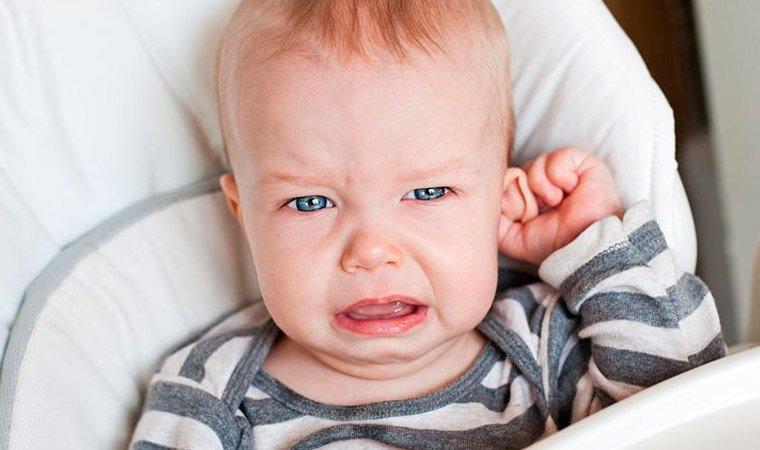 Боль в ухе у младенцев